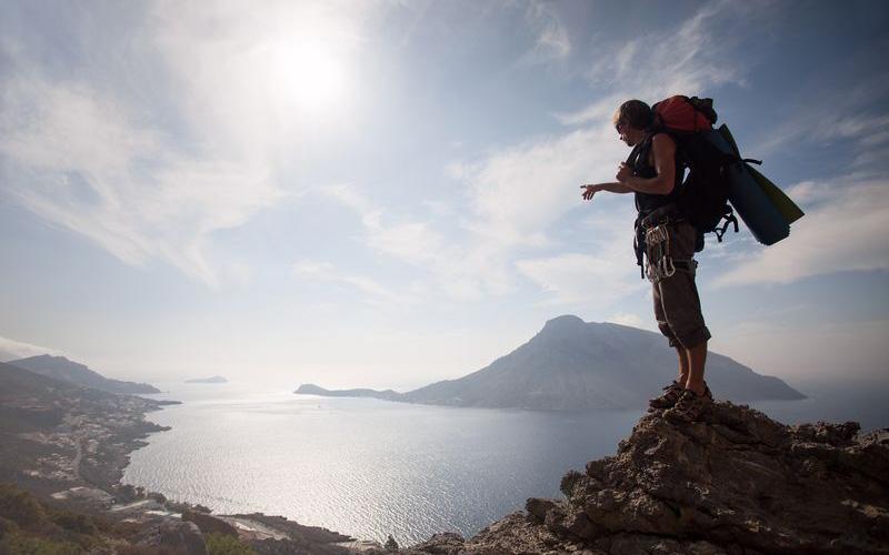 Hiking-in-Greece_shutterstock_115813612_result