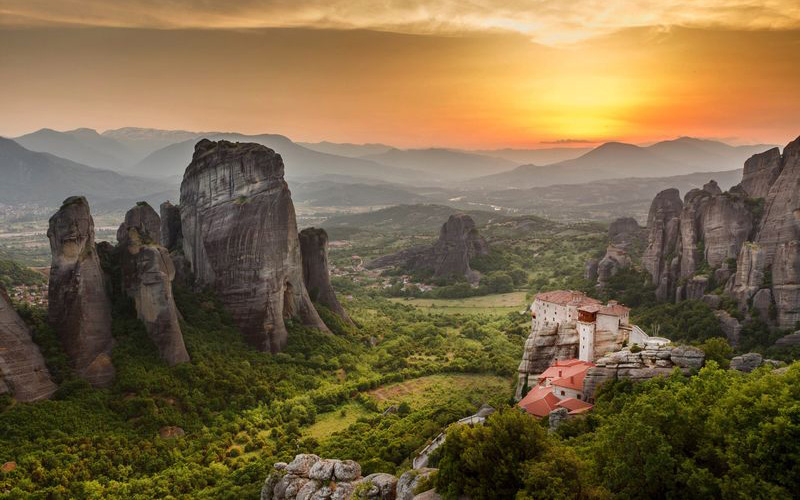 Meteora-Religious_shutterstock_138282851_result