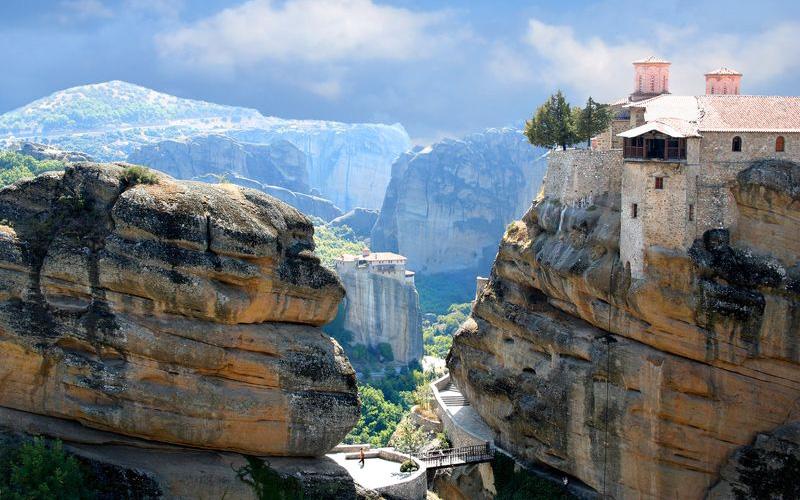 Meteora_-religious-tours_shutterstock_65980282_result